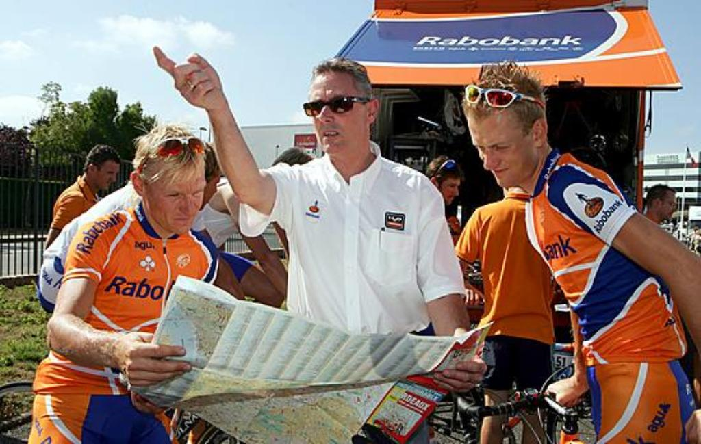 epa00768588 (L-R) Dutch Bram De Groot (Rabobank team), sport director Dutch Theo de Rooy and Dutch Pieter Weening (Rabobank) prepare to leave for a training session on the first rest day of the Tour de France 2006 in Bordeaux, France, Monday 10 July 2006.