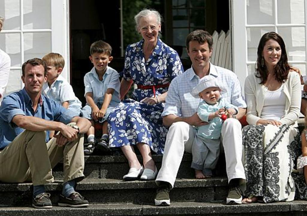 epa00787023 (L-R) Danish Prince Joachim, his sons, Prince Felix and Prince Nikolai, Queen Margrethe, Crown Prince Frederik, his son Prince Christian, and Crown Princess Mary, pose for photographers during during the Danish Royal photo session at Grasten C
